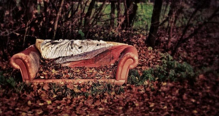 Sofa in der freien Natur