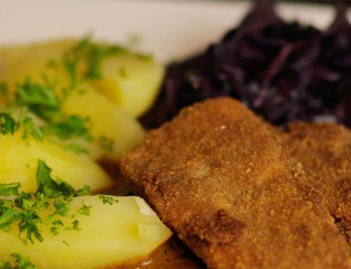 Slow Food Rezept: Herzhaftes Sellerieschnitzel mit fruchtig herbem Rotkohl