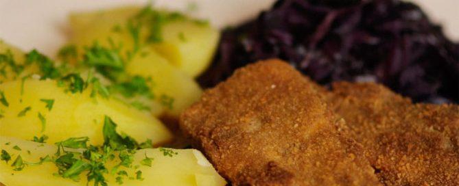 Sellerieschnitzel Rotkohl Petersilienkartoffeln - vegan