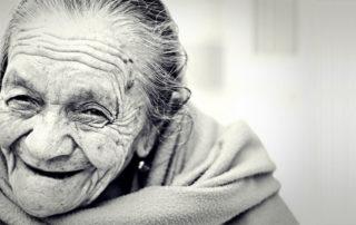 glückliche alte Frau