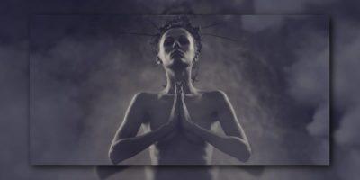 Namaste im Yoga