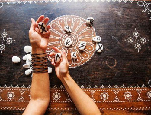 Runen Orakel – 3 Methoden für Anfänger & Fortgeschrittene