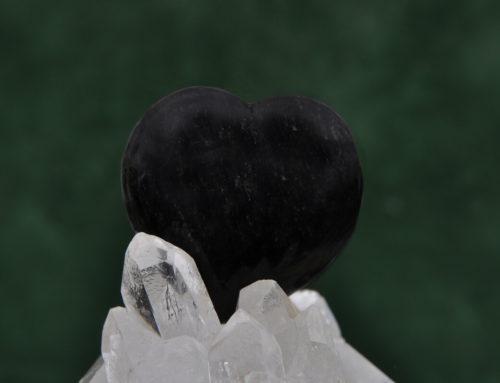 Obsidian & Divination – Der schwarze Stein der Spiegelung