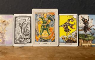 Der Narr - verschiedene Tarot Decks Bedeutung